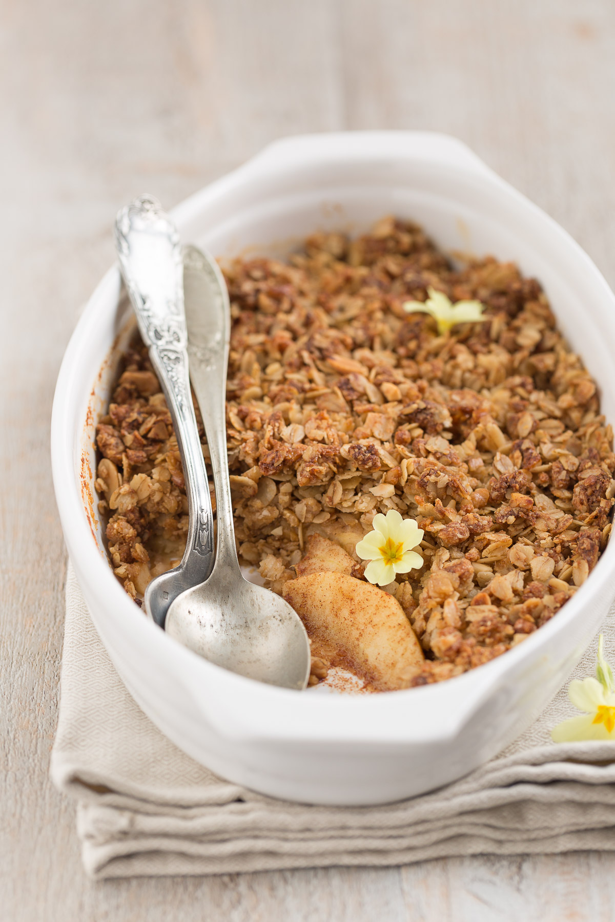 ricetta crumble di mele light vegan senza burro senza glutine senza zucchero - healthy vegan apple crisp sugarfree naturally sweetened #vegan #apple #glutenfree #crisp #crumble .jpg