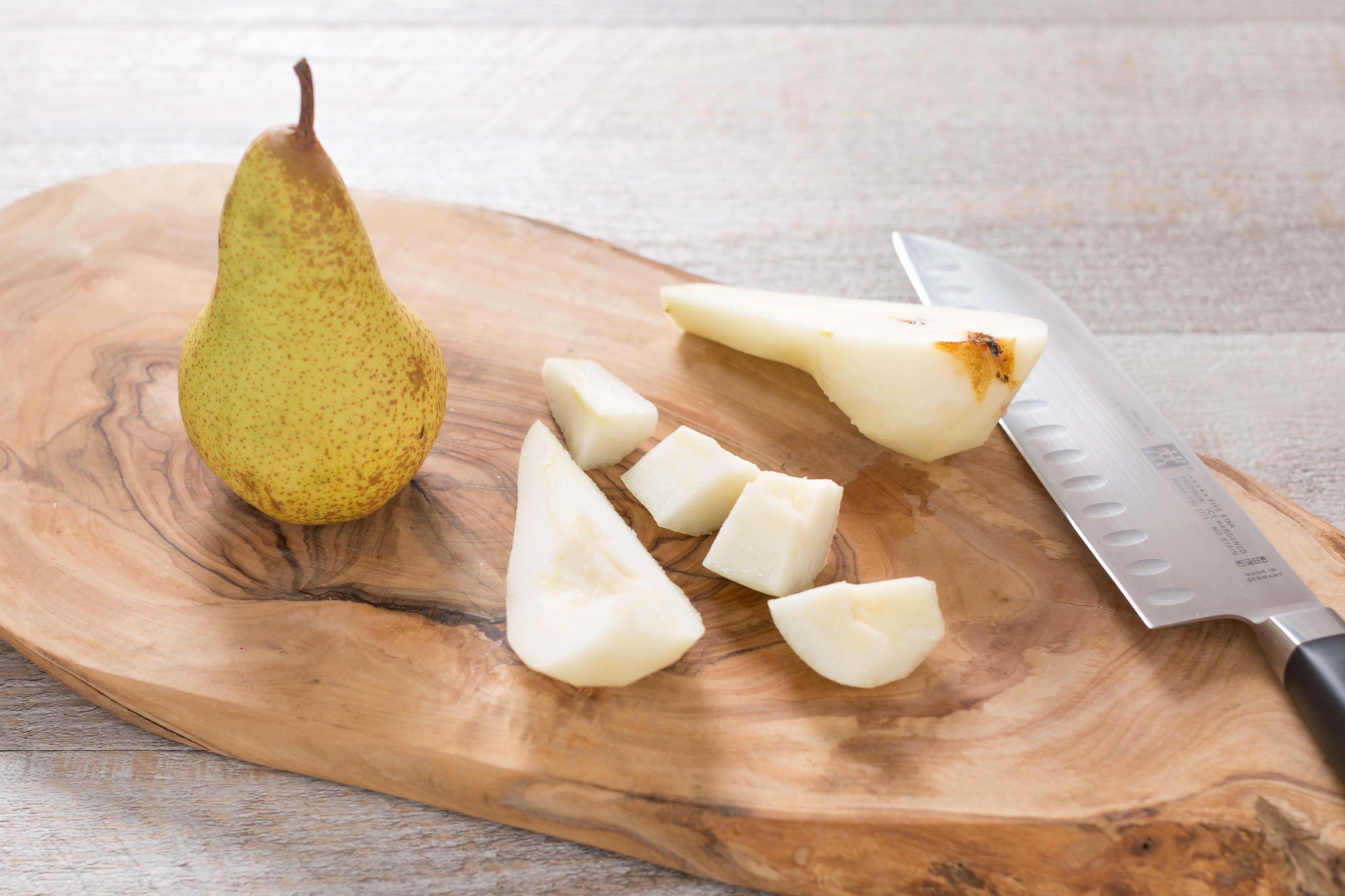 risotto al radicchio vegan con pere e nocciole senza burro senza glutine - radicchio and pear vegan risotto with toasted hazelnuts #glutenfree