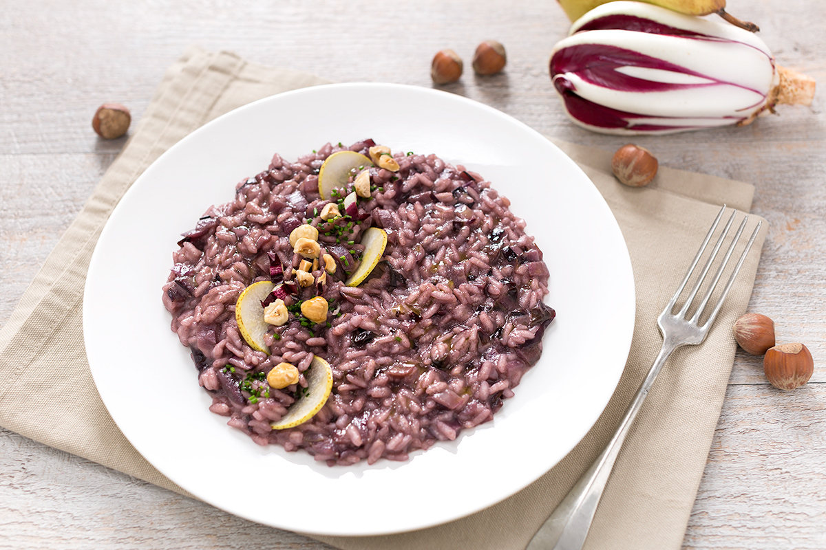 radicchio and pear #vegan risotto with toasted hazelnuts #glutenfree - risotto al radicchio vegan con pere e nocciole tostate senza burro