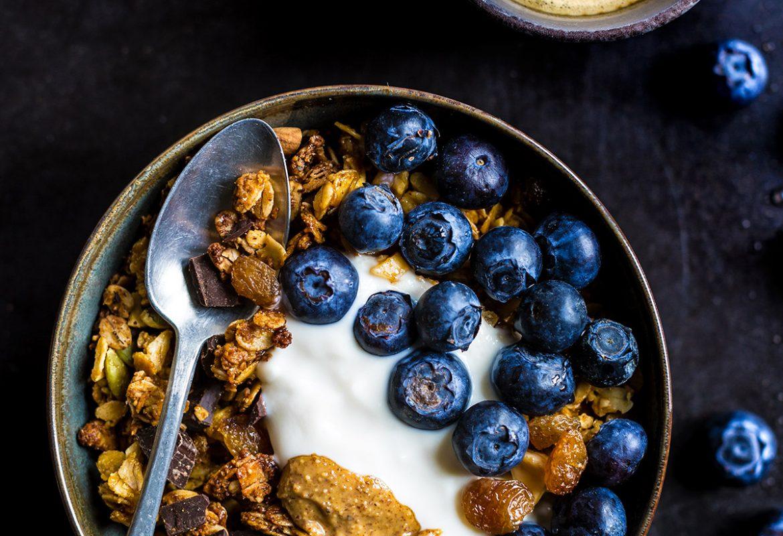 crunchy #vegan chocolate coconut almond granola recipe #glutenfree - ricetta granola vegan cioccolato cocco e mandorle croccante senza glutine con sciroppo d'acero