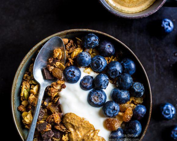 GRANOLA VEGAN CIOCCOLATO COCCO e MANDORLE – Senza Glutine