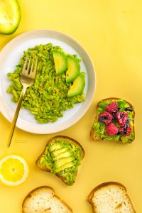 easy glutenfree vegan avocado toast recipe with 3 toppings -ricetta avocado toast vegan senza glutine con lamponi facile e veloce