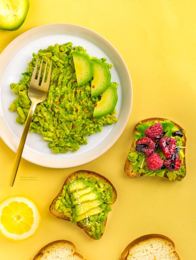 easy glutenfree vegan avocado toast recipe with 3 toppings -ricetta avocado toast vegan senza glutine con lamponi facile e veloce