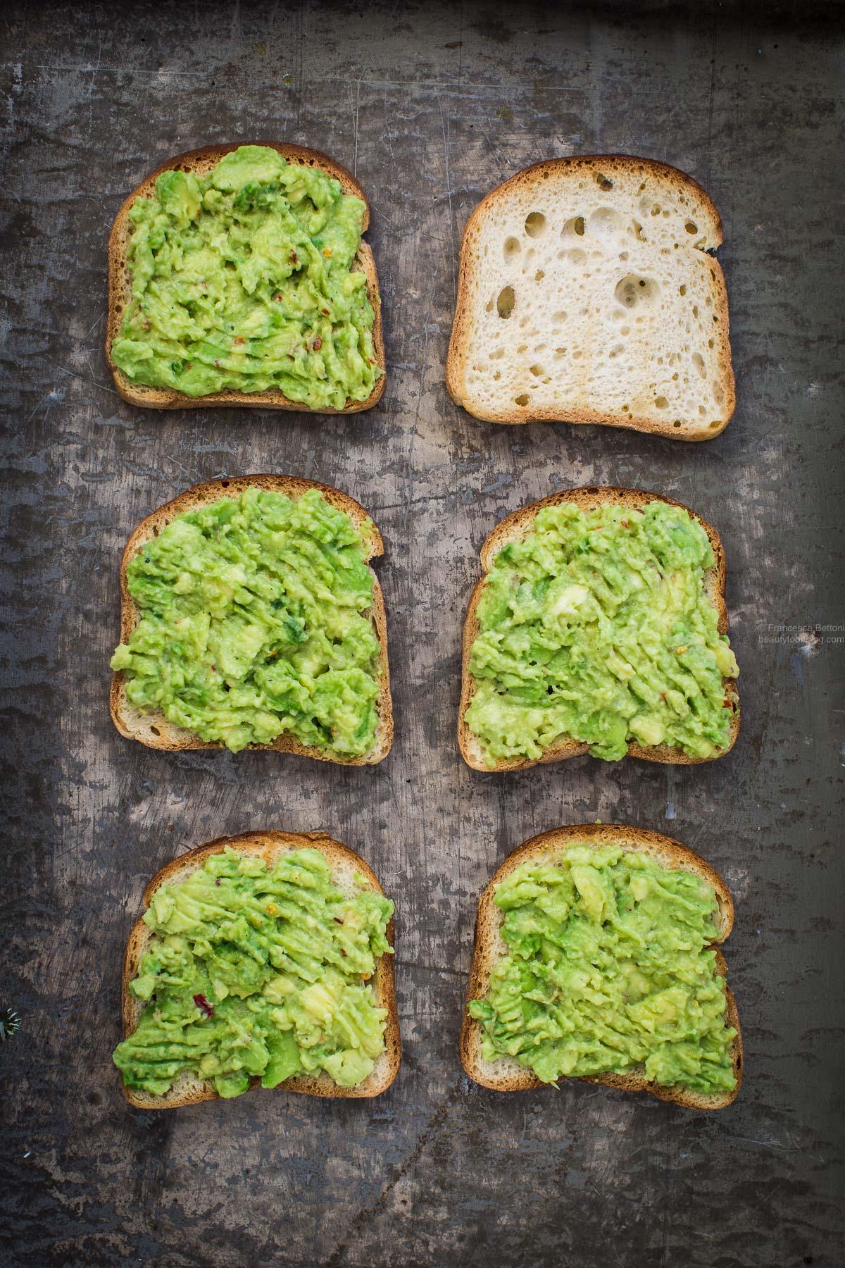 how to make a vegan avocado toast - come preparare l'avocado toast vegan senza glutine