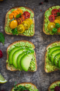 ricetta avocado toast vegan senza glutine - glutenfree vegan avocado toast recipe with tomatoes