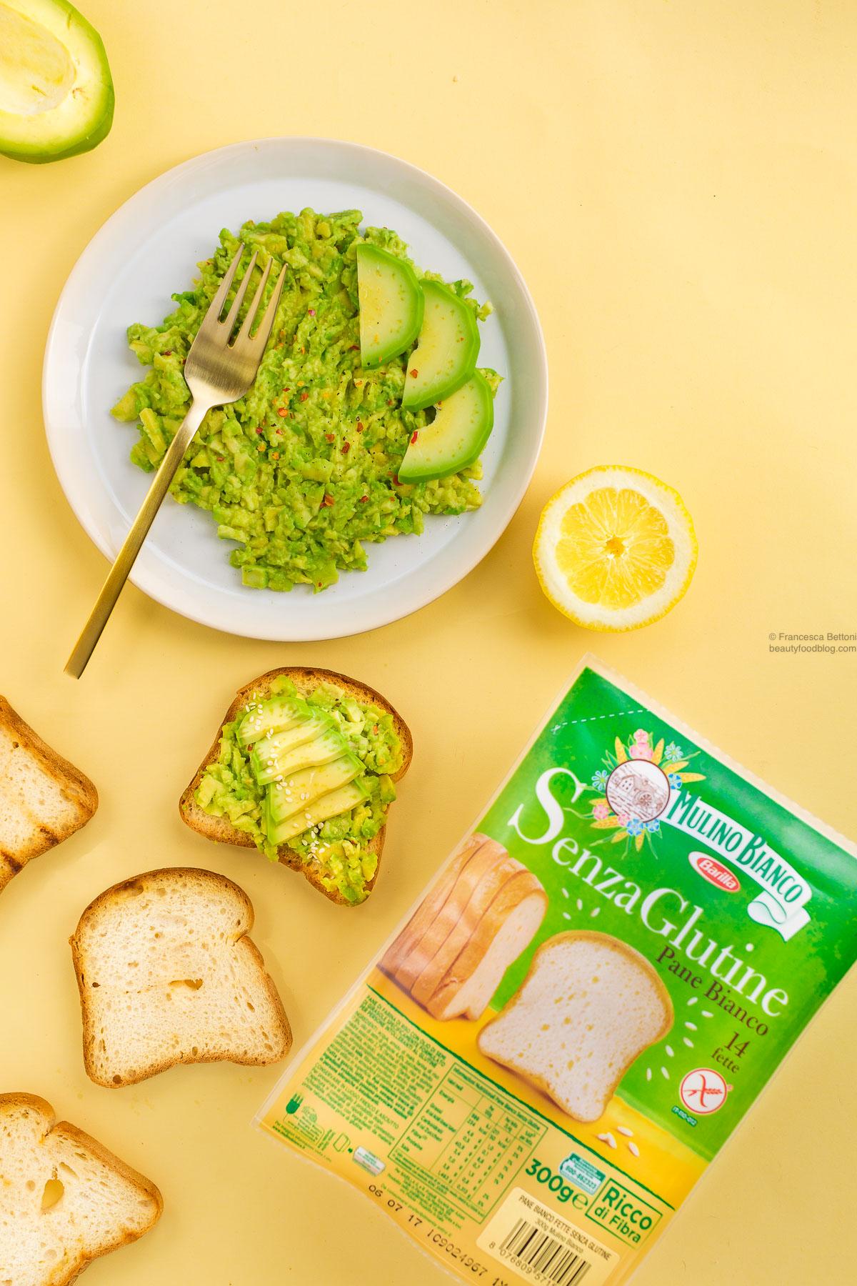 ricetta avocado toast vegan senza glutine - vegan avocado toast recipe