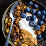 ricetta granola vegan cioccolato cocco e mandorle croccante senza glutine - #vegan chocolate coconut almond granola recipe #glutenfree #crunchy
