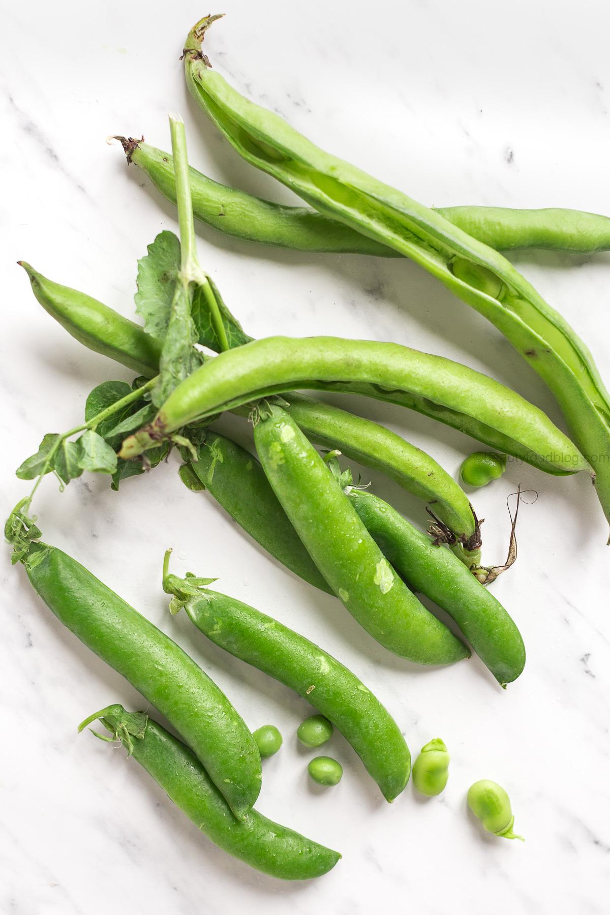 vegan spring shirataki noodles with sunflower seed broad bean pesto glutenfree - ricetta shirataki noodles alle verdure primaverili con pesto vegan di fave e semi di girasole -