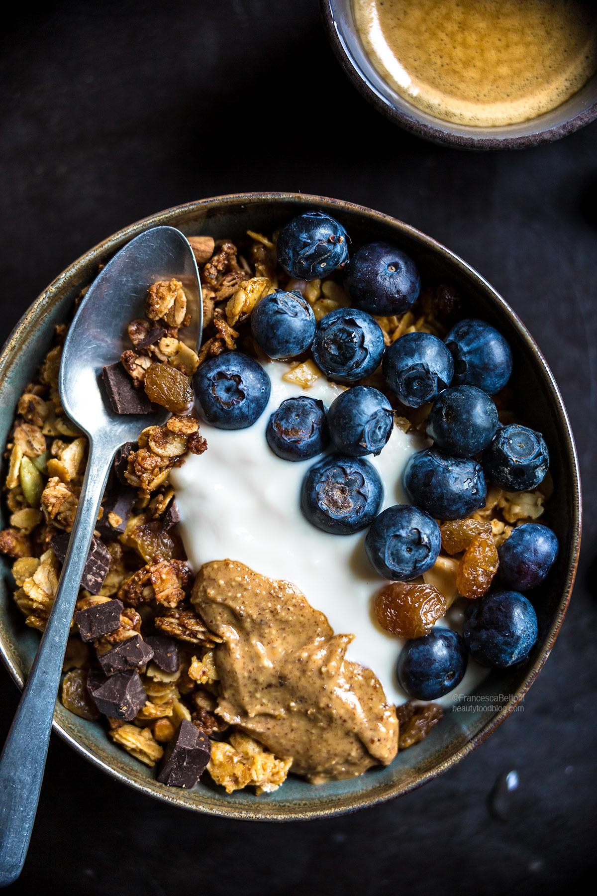 vegan chocolate coconut almond granola #glutenfree #crunchy - ricetta granola vegan cioccolato cocco e mandorle croccante senza glutine