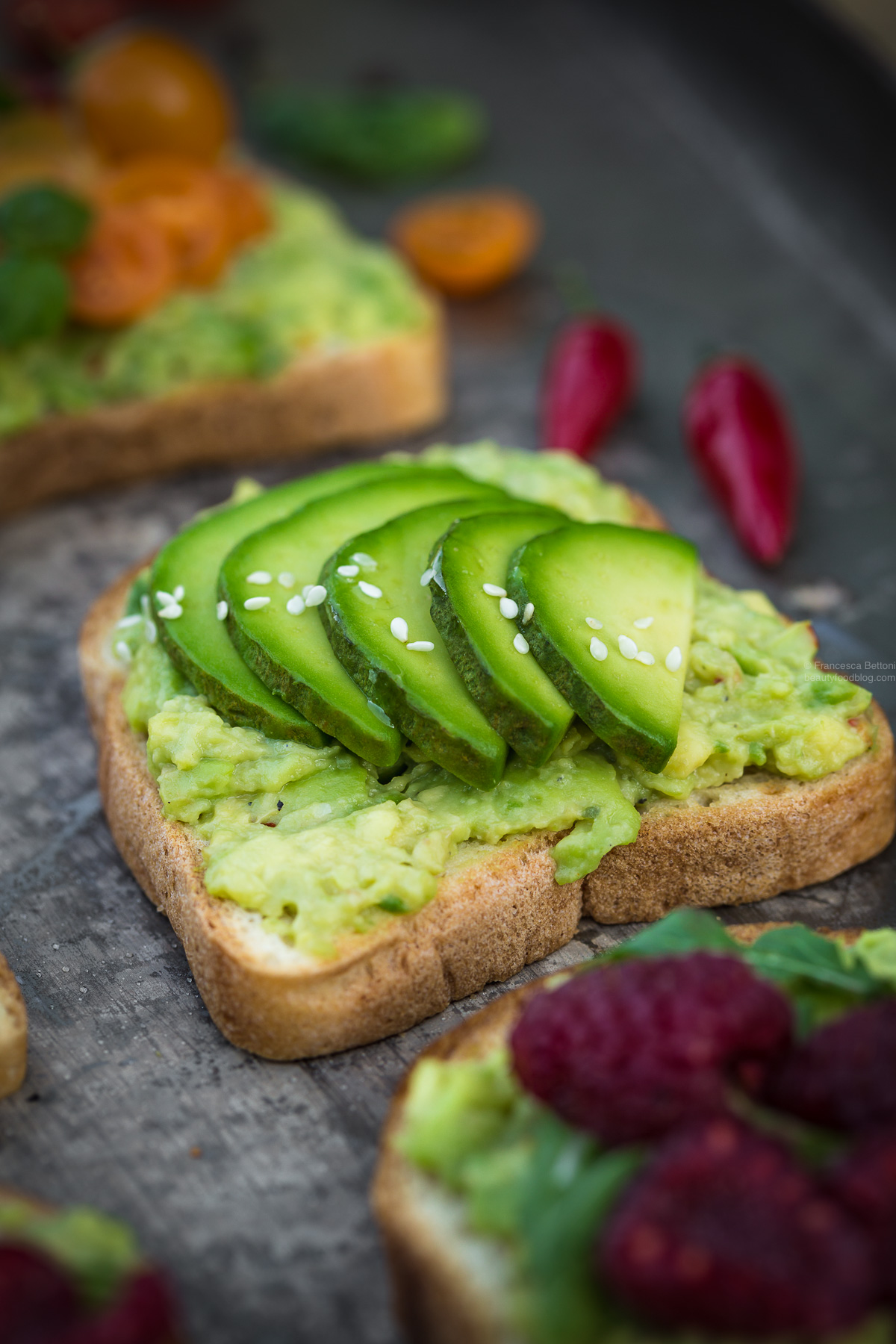 vegan glutenfree avocado toast recipe with sesame seeds ricetta avocado toast vegan senza glutine