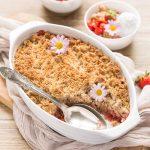 #vegan glutenfree rhubarb strawberry crisp with almonds and hazelnuts ricetta crumble di fragole e rabarbaro vegan senza glutine con mandorle e nocciole