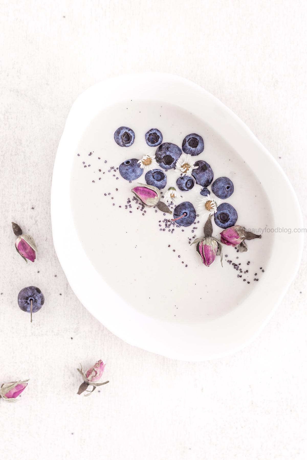ricetta yogurt vegan fatto in casa raw agli anacardi o mandorle - how to make homemade vegan yogurt no yogurt maker no soy