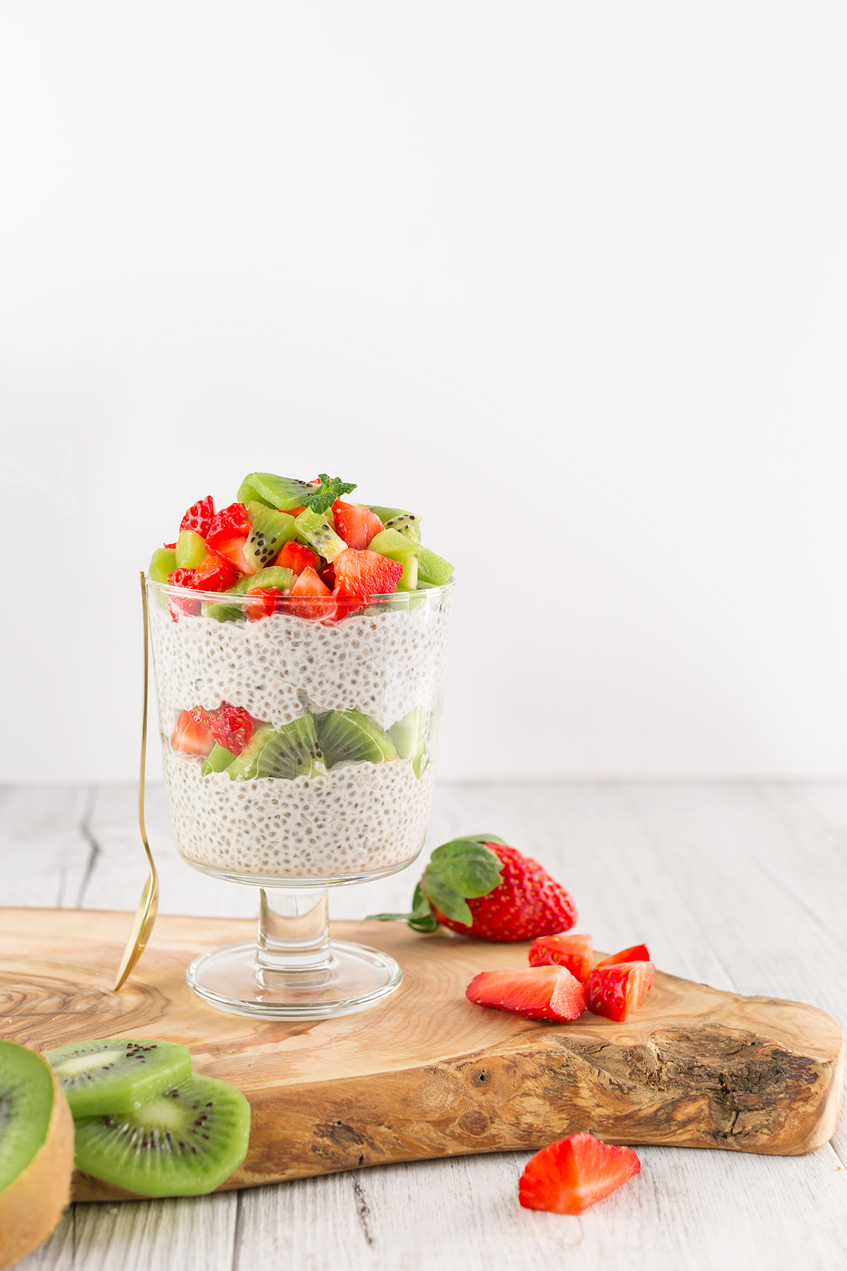 strawberry vanilla vegan simple CHIA SEED PUDDING basic recipe CHIA PUDDING ricetta base BUDINO di SEMI di CHIA vegan senza glutine fragole vaniglia