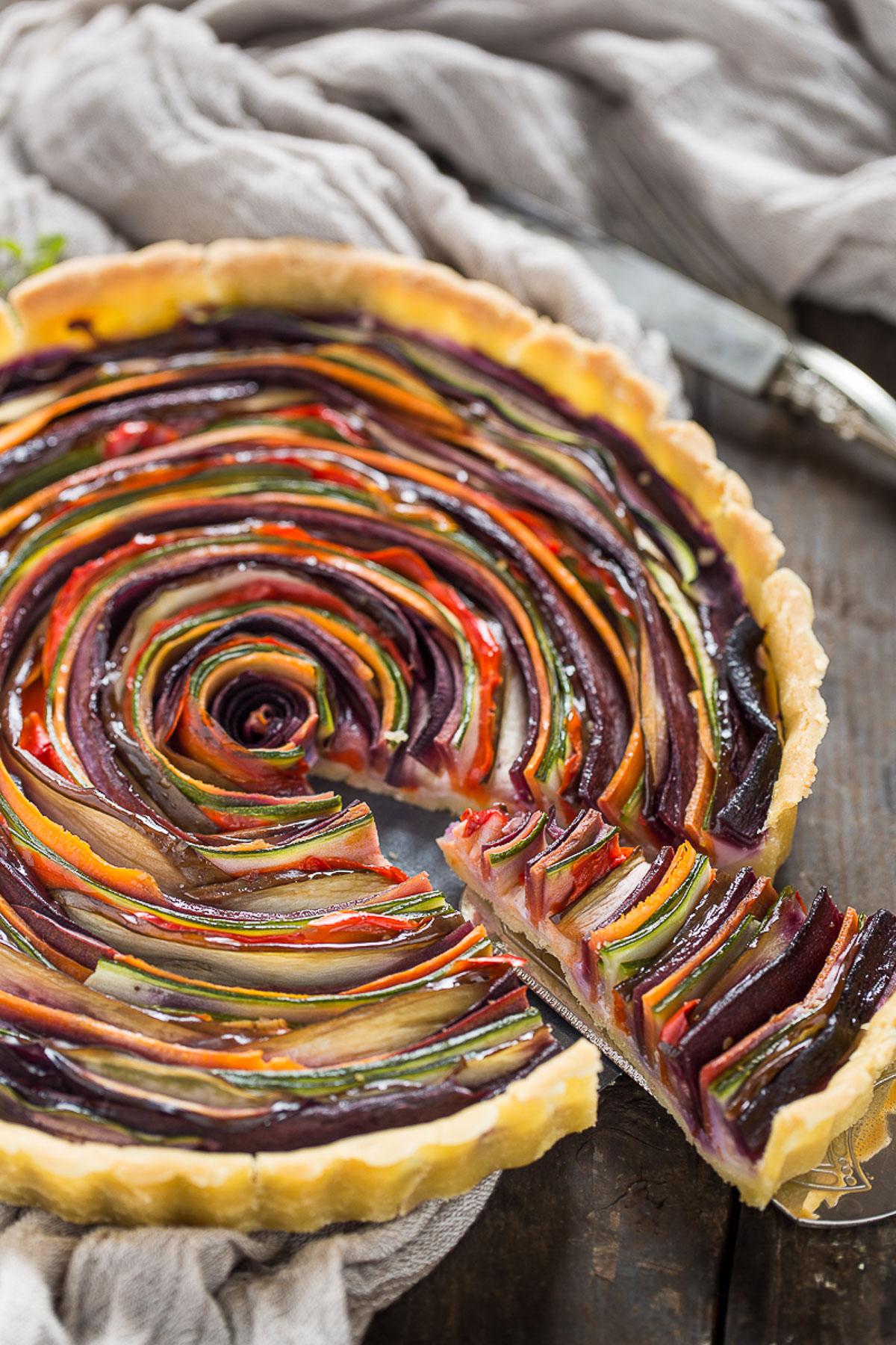 torta salata di verdure a spirale senza glutine senza uova senza burro #vegan | vegan #glutenfree vegetable spiral tart slice