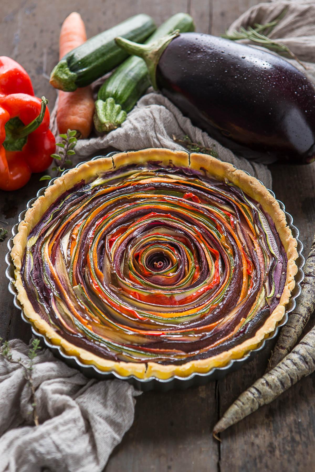 vegan #glutenfree vegetable spiral tart eggplant zucchini carrots pepper | torta salata di verdure a spirale senza glutine senza uova senza burro #vegan con carote zucchine peperoni melanzane