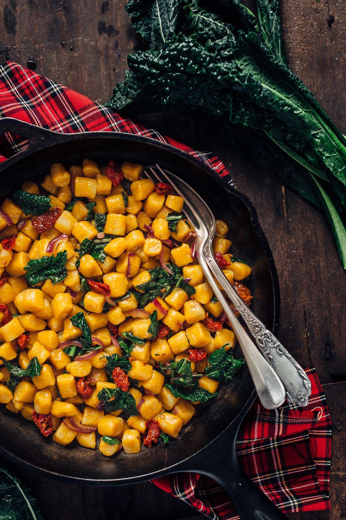 easy homemade #vegan #glutenfree PUMPKIN GNOCCHI recipe with kale - GNOCCHI alla ZUCCA vegan senza glutine - ricetta facile #vegan #gnocchi #pumpkin #senzaglutine