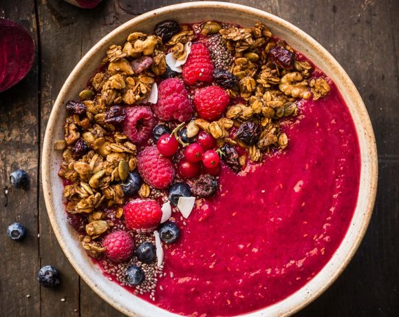 BERRY BEET SMOOTHIE BOWL