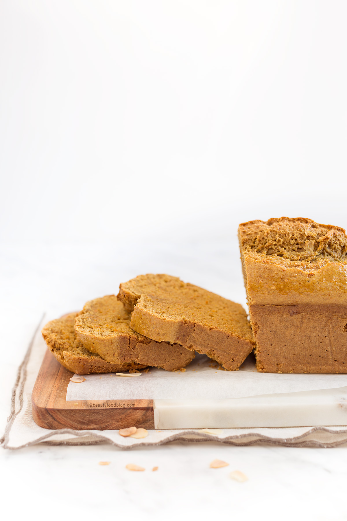wholemeal spelt #VEGAN #CARROT #ALMOND LOAF CAKE - PLUMCAKE VEGAN CAROTE e MANDORLE con ARANCIA farina di farro integrale e dolcificante naturale / www.beautyfoodblog.com