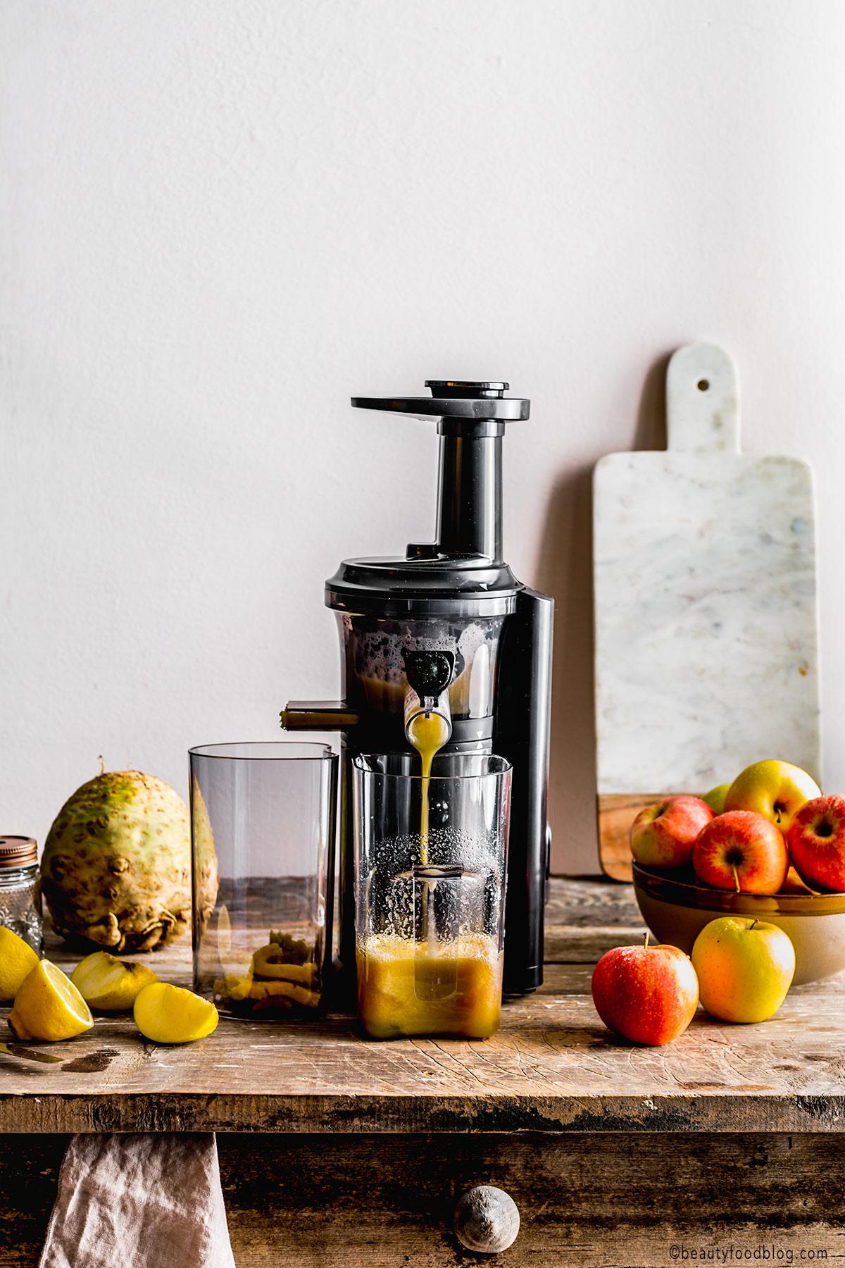 Vegan Waldorf Risotto glutenfree Apple juice Celeriac Risotto estratto di mela ricetta RISOTTO alle MELE e SEDANO RAPA con noci vegan senza glutine