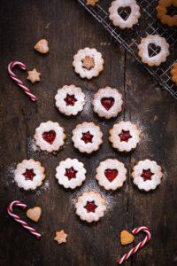 VEGAN LINZER COOKIES original recipe Christmas cookies ricetta originale BISCOTTI LINZER VEGANI senza burro senza uova biscotti di Natale