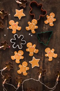 delicious vegan gingerbread man vegani - biscotti pan di zenzero vegani croccanti leggeri e friabili #vegan #gingerbread man cookies biscotti di Natale xmas cookies senza burro natale