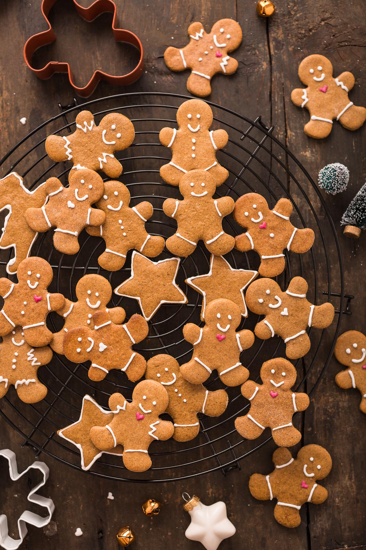 delicious vegan gingerbread man vegani - biscotti pan di zenzero vegani croccanti leggeri e friabili #vegan #gingerbread man #cookies senza burro biscotti di Natale