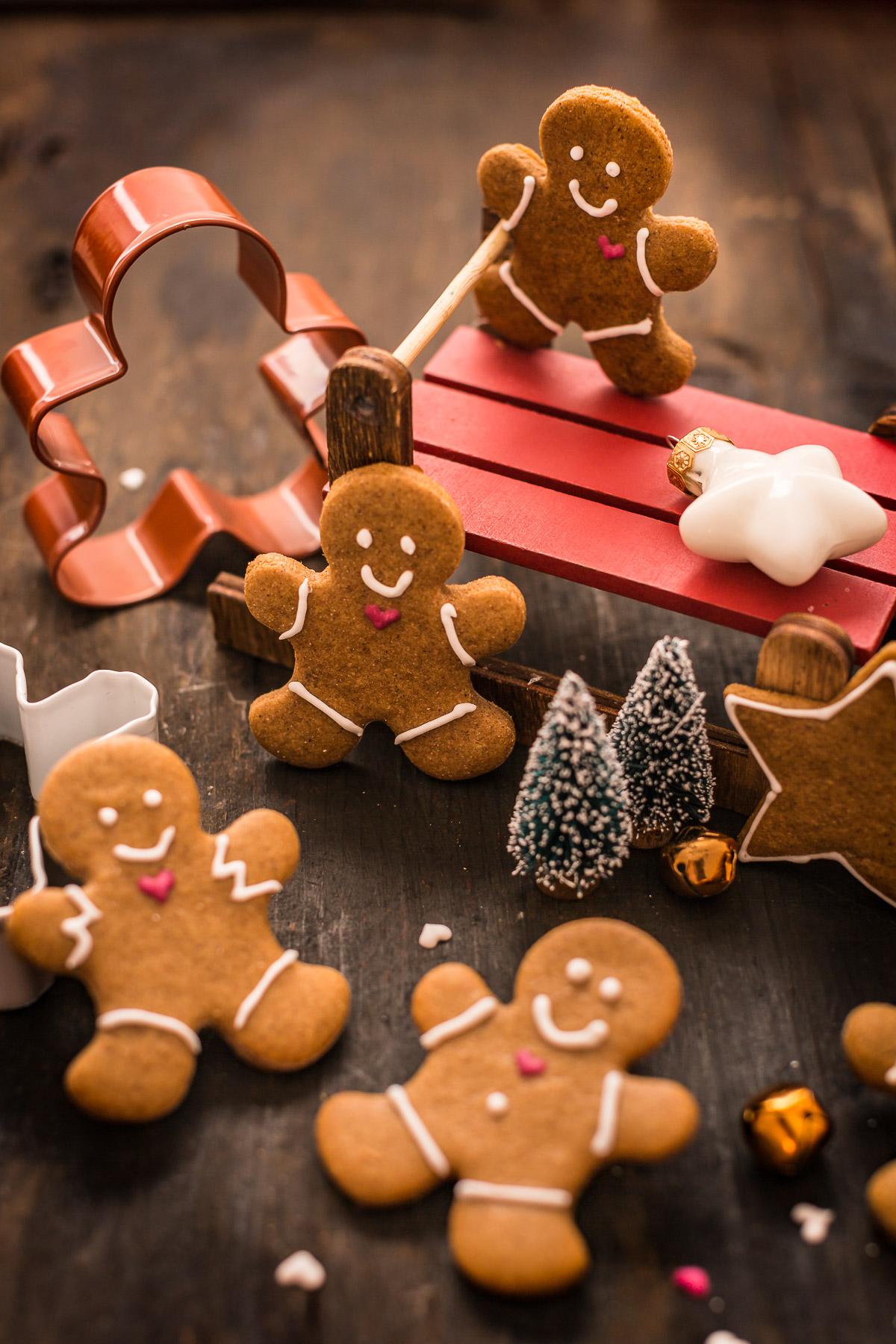 vegan gingerbread man vegani - ricetta biscotti pan di zenzero vegani croccanti leggeri friabili #vegan #gingerbread senza burro