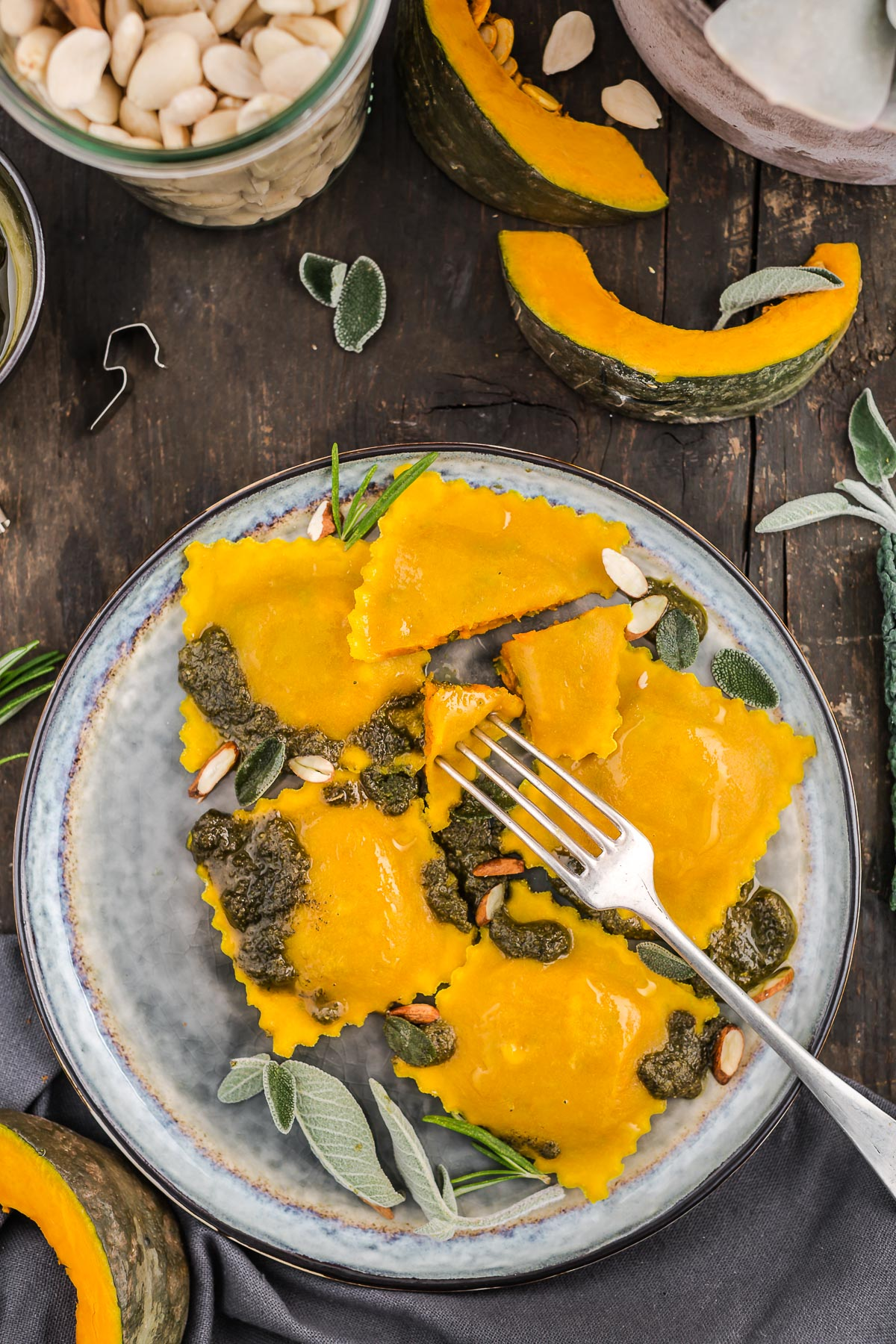 #vegan #glutenfree #TURMERIC STEAMED RAVIOLI with #pumpkin and #ALMOND SAGE #PESTO - #RAVIOLI al VAPORE alla CURCUMA con ZUCCA e PESTO di SALVIA e mandorle vegan senza glutine