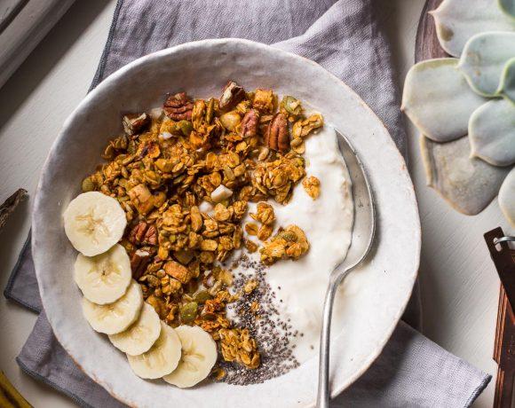 BANANA BREAD GRANOLA VEGAN senza glutine con sciroppo d acero #granola light simple #vegan glutenfree banana bread granola