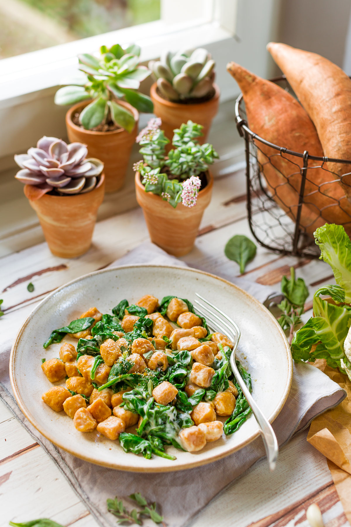GNOCCHI DI PATATE DOLCI VEGAN di farro integrale con SALSA di CAVOLFIORE light vegan SWEET POTATO GNOCCHI with CAULIFLOWER SAUCE and spinach #sweetpotato #vegan #cauliflower #gnocchi