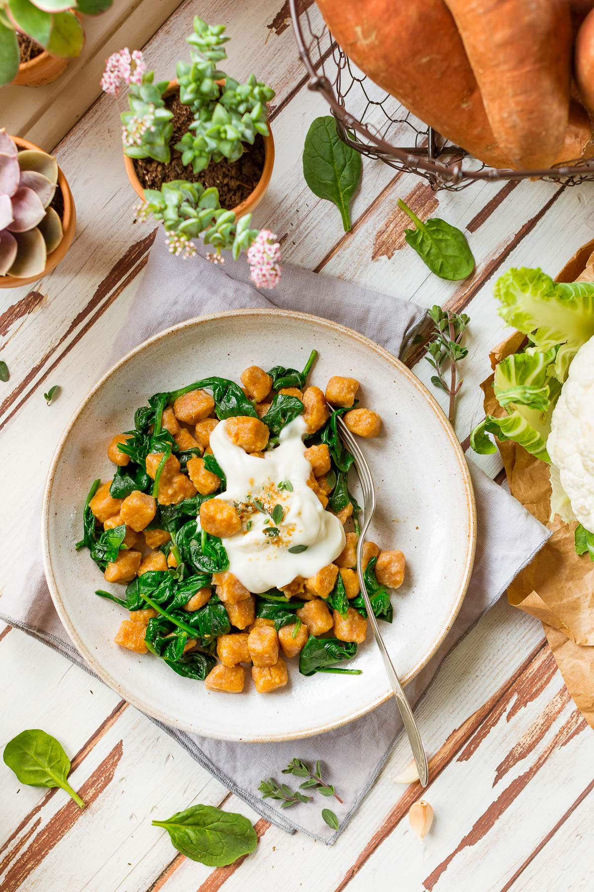 ricetta GNOCCHI DI PATATE DOLCI VEGAN di farro integrale con SALSA di CAVOLFIORE light vegan SWEET POTATO GNOCCHI with CAULIFLOWER SAUCE and spinach #sweetpotato #vegan #cauliflower #gnocchi