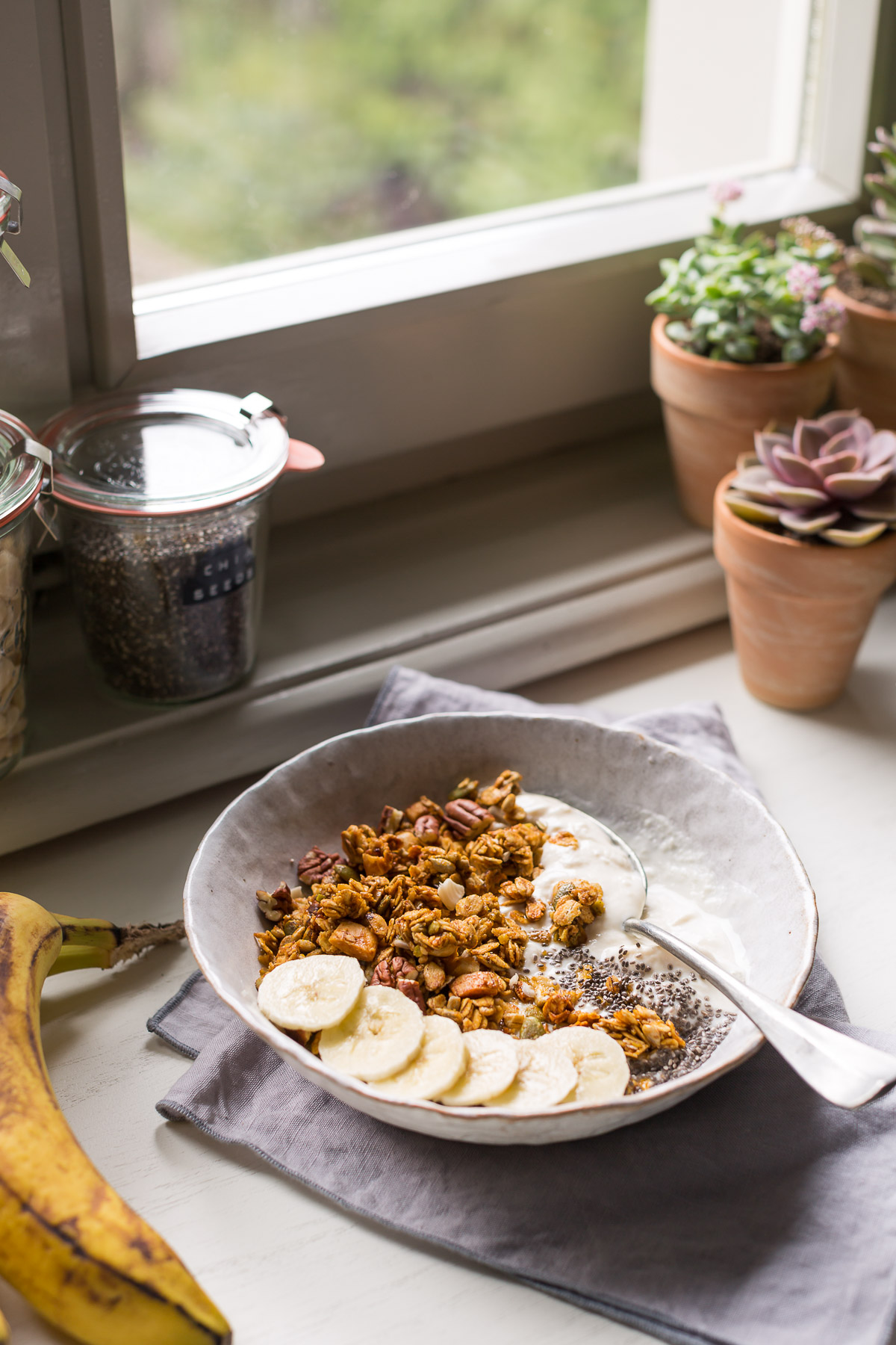 simple 30 MINUTES VEGAN BANANA BREAD GRANOLA #glutenfree recipe banana bread granola vegan senza glutine ricetta light con sciroppo d acero dietetica