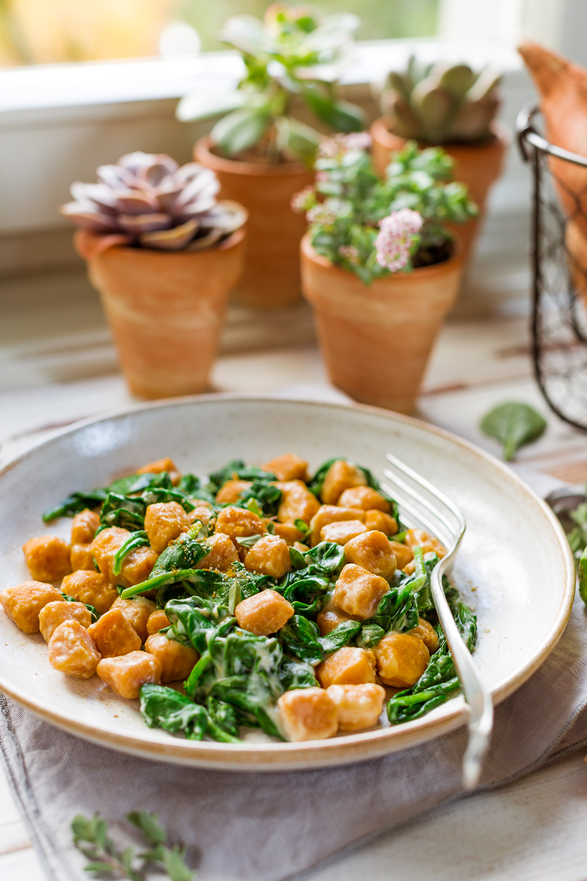 vegan SWEET POTATO GNOCCHI with CAULIFLOWER SAUCE and spinach GNOCCHI DI PATATE DOLCI VEGAN di farro integrale con SALSA di CAVOLFIORE light #sweetpotato #vegan #cauliflower #gnocchi