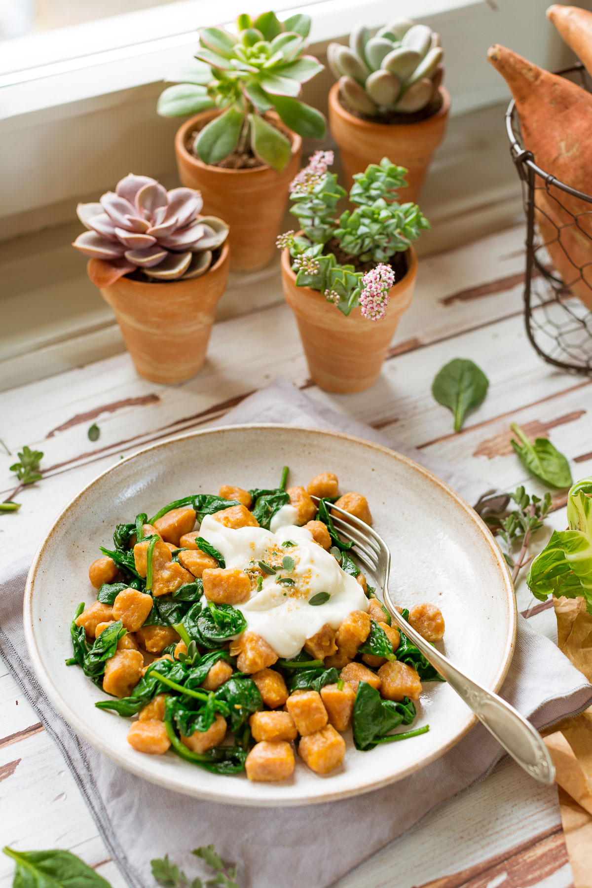 vegan SWEET POTATO GNOCCHI with CAULIFLOWER SAUCE and spinach GNOCCHI DI PATATE DOLCI VEGAN di farro integrale con SALSA di CAVOLFIORE #sweetpotato #vegan #cauliflower #gnocchi
