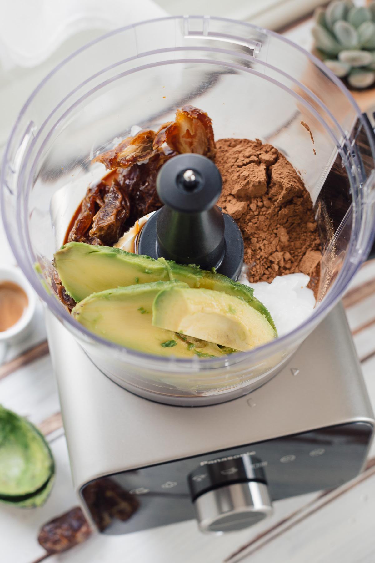 come preparare la ricetta MOUSSE AVOCADO CACAO e DATTERI al caffe senza glutine senza zucchero senza lattosio vegan chocolate avocado date mousse recipe #glutenfree