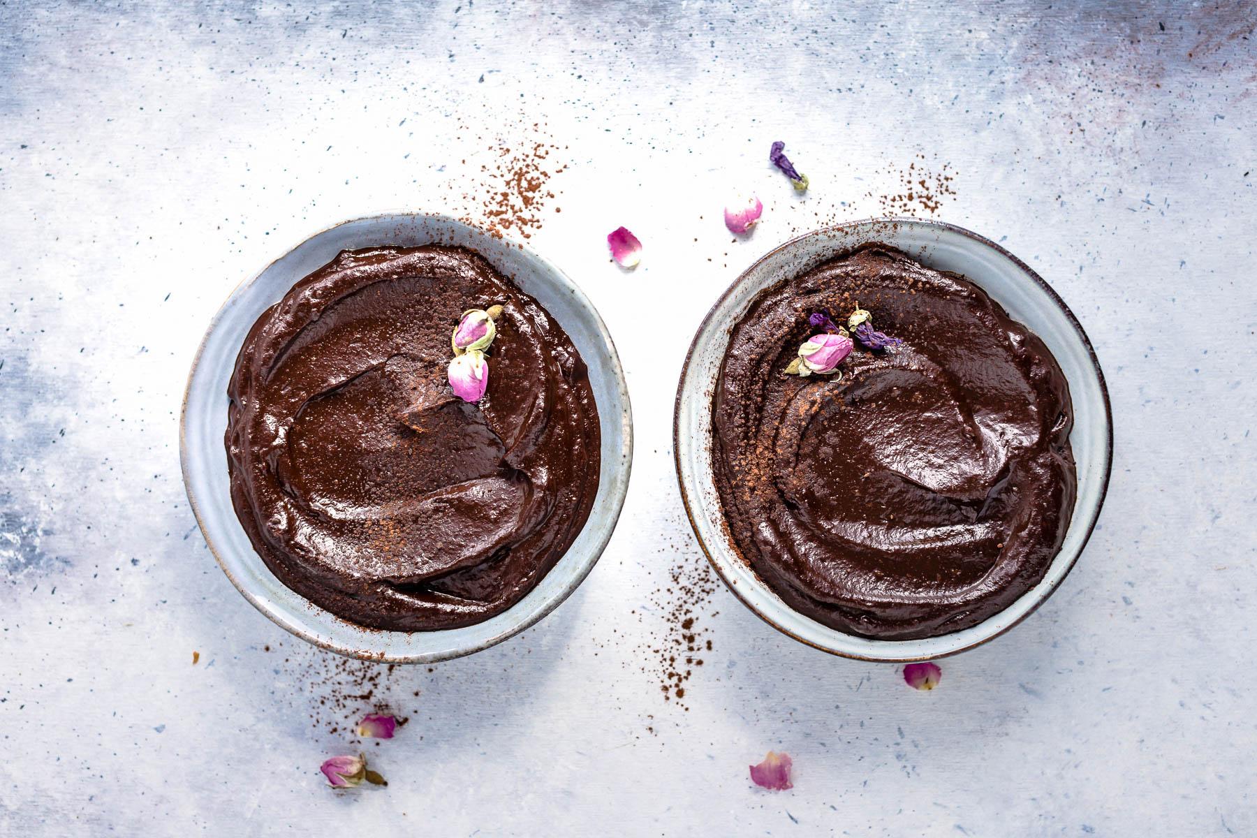 delicious vegan CHOCOLATE AVOCADO DATE MOUSSE recipe with coffee glutenfree ricetta MOUSSE AVOCADO CACAO e DATTERI al cioccolato e caffe senza glutine senza zucchero senza lattosio