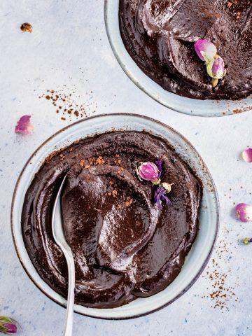 vegan CHOCOLATE AVOCADO DATE MOUSSE recipe with coffee glutenfree ricetta MOUSSE AVOCADO CACAO e DATTERI al cioccolato e caffe senza glutine senza zucchero senza lattosio