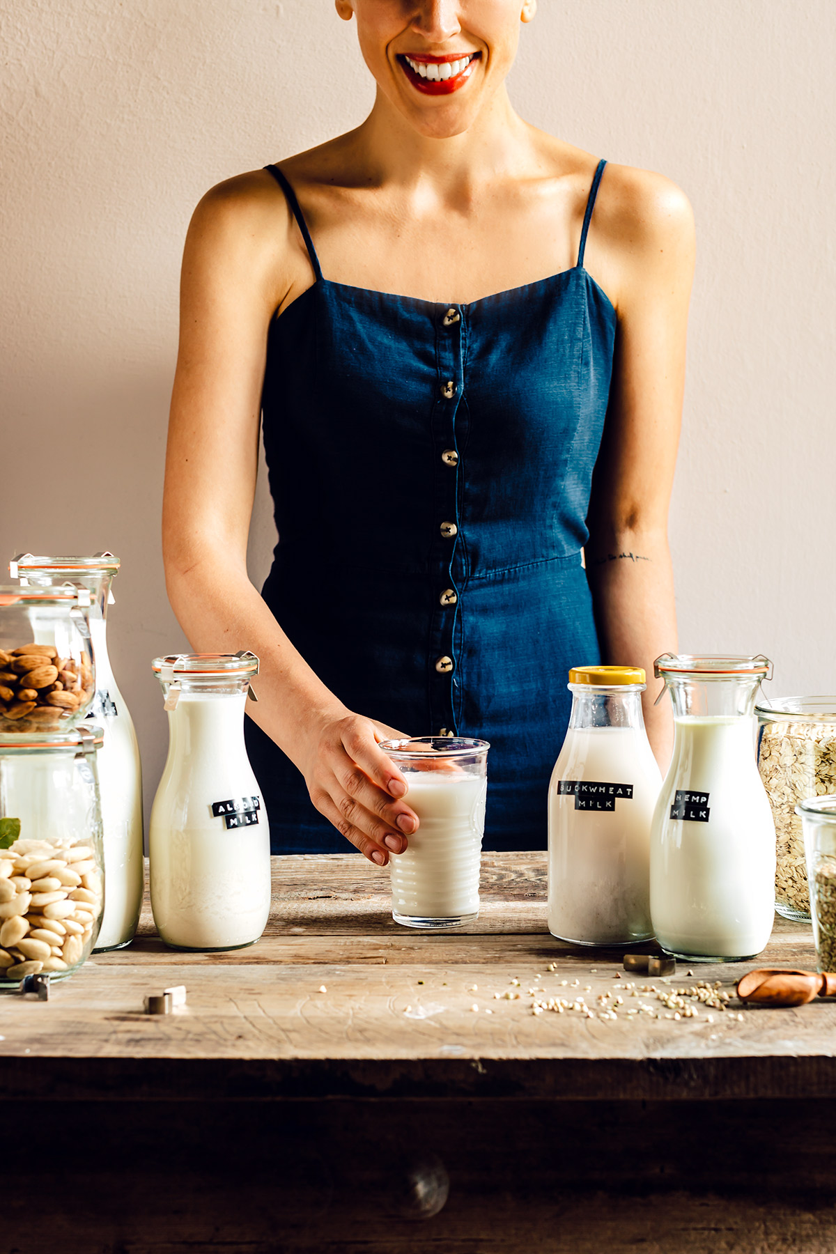 Come preparare il LATTE VEGETALE FATTO IN CASA con estrattore o frullatore Mini guida How to make dairy free milk guide vegan
