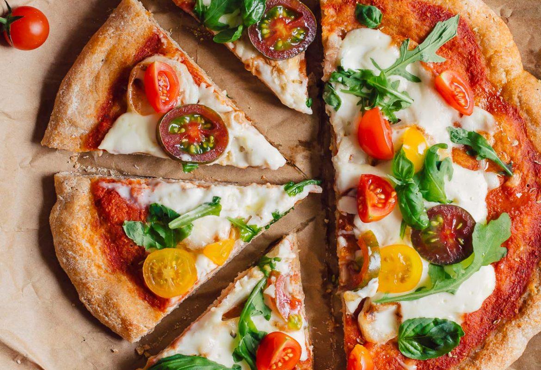 How to make VEGAN SPELT PIZZA with VEGAN MOZZARELLA SAUCE simple easy only 5 INGREDIENTS #vegan #PIZZA di FARRO a lunga lievitazione PIZZA VEGAN con SALSA MOZZARELLA VEGAN pomodori basilico rucola