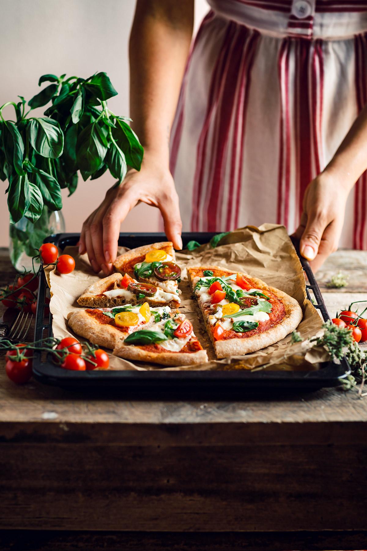 How to make VEGAN SPELT PIZZA with VEGAN MOZZARELLA SAUCE with tomato and basil pizza no knead PIZZA di FARRO a lunga lievitazione PIZZA VEGAN con SALSA MOZZARELLA VEGAN pomodori e basilico