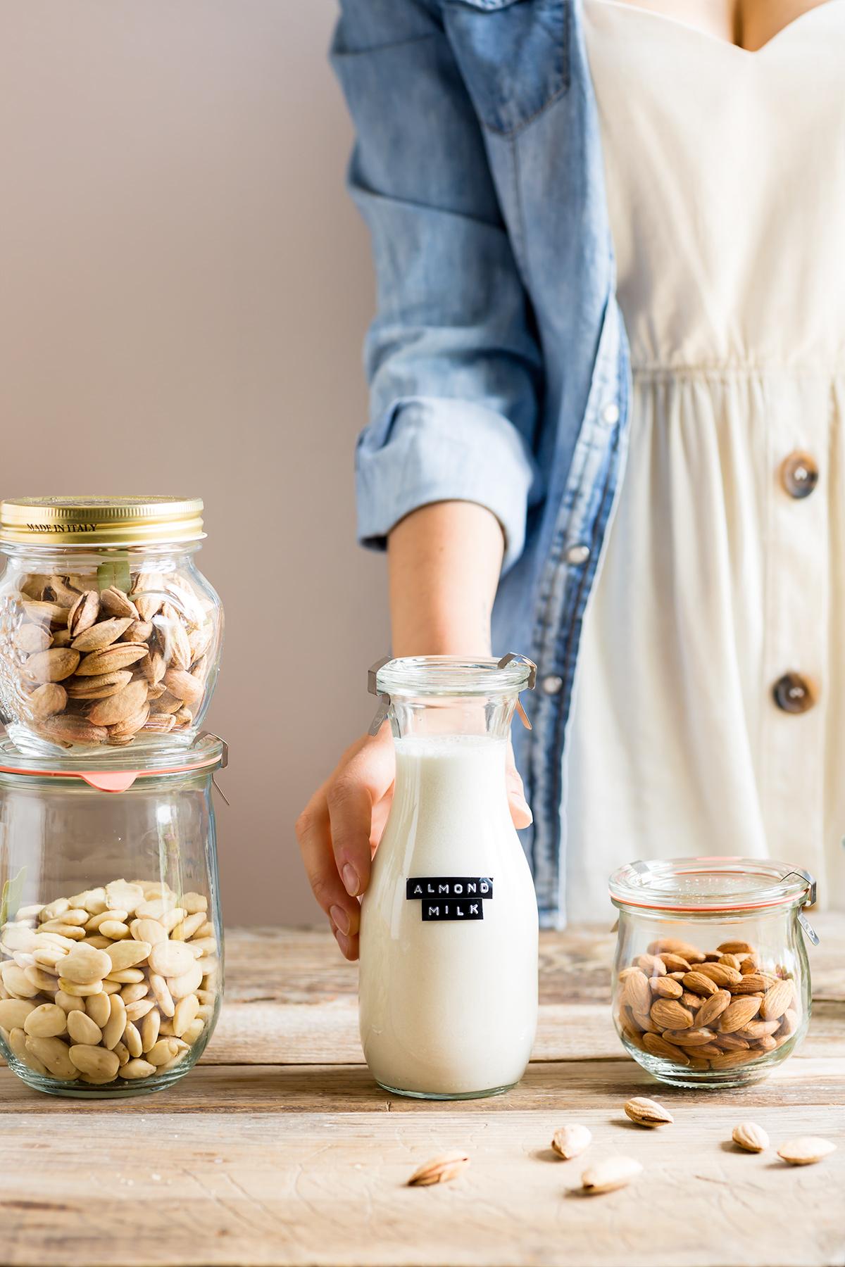 How to make vegan homemade ALMOND MILK dairyfree milk recipe come preparare il LATTE di MANDORLE fatto in casa ricetta lette vegetale vegan senza lattosio facile veloce