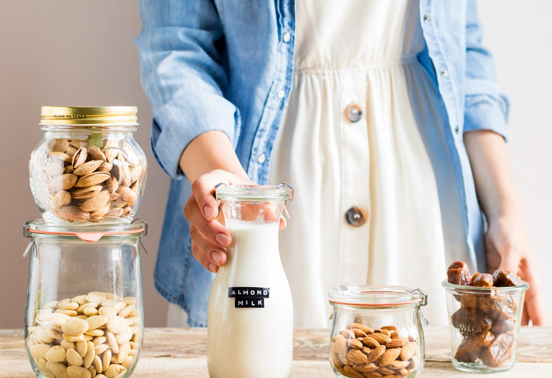 How to make vegan homemade ALMOND MILK dairyfree milk recipe come preparare il LATTE di MANDORLE fatto in casa vegan senza lattosio facile veloce