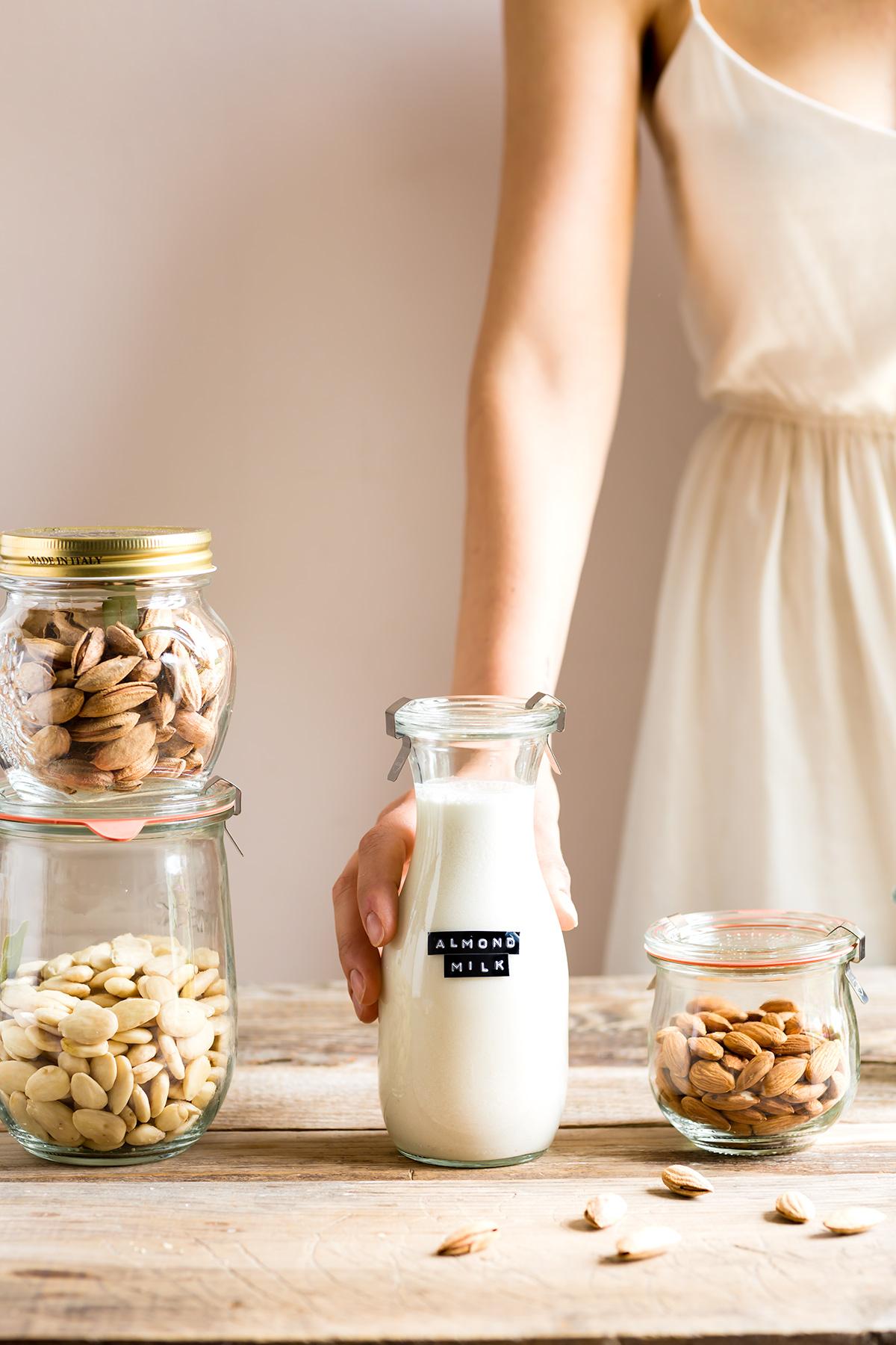 How to make vegan homemade ALMOND MILK dairyfree milk recipe ricetta LATTE di MANDORLE fatto in casa vegan senza lattosio con estrattore facile veloce