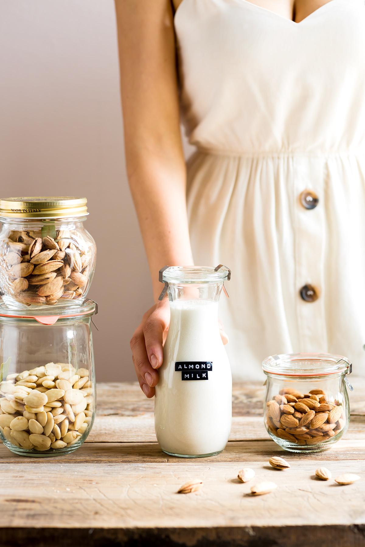 How to make vegan homemade ALMOND MILK dairyfree milk recipe ricetta LATTE di MANDORLE fatto in casa vegan senza lattosio facile veloce