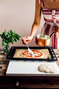 PIZZA VEGAN PIZZA di FARRO a lunga lievitazione con SALSA MOZZARELLA VEGAN How to make VEGAN SPELT PIZZA with VEGAN MOZZARELLA SAUCE simple easy only 5 INGREDIENTS