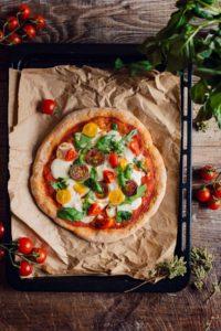 VEGAN SPELT PIZZA with VEGAN MOZZARELLA SAUCE only 5 INGREDIENTS with tomato basil #vegan PIZZA di FARRO a lunga lievitazione PIZZA VEGAN con SALSA MOZZARELLA VEGAN pomodori basilico rucola