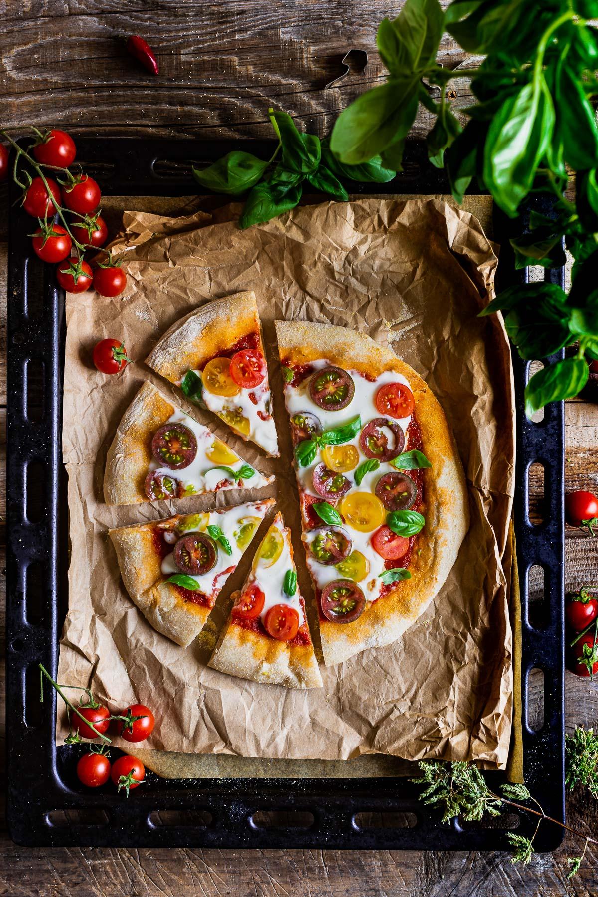 VEGAN SPELT PIZZA with VEGAN MOZZARELLA SAUCE simple easy #vegan PIZZA di FARRO a lunga lievitazione PIZZA VEGAN con SALSA MOZZARELLA VEGAN pomodori basilico rucola