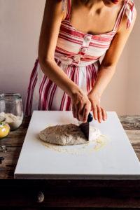 come fare la PIZZA di FARRO a lunga lievitazione PIZZA VEGAN con SALSA MOZZARELLA VEGAN How to make VEGAN SPELT PIZZA with VEGAN MOZZARELLA SAUCE no knead pizza 2