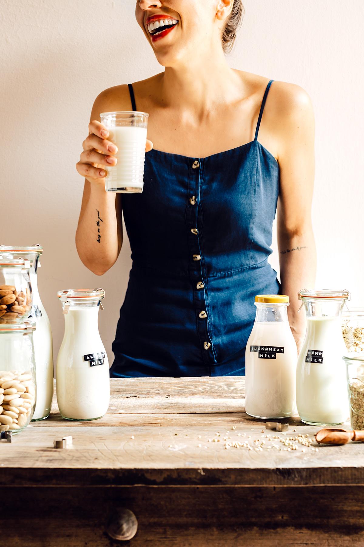 come preparare il LATTE VEGETALE FATTO IN CASA con estrattore o frullatore Mini guida senza lattosio vegan How to make dairy free milk guide recipe with slow juicer