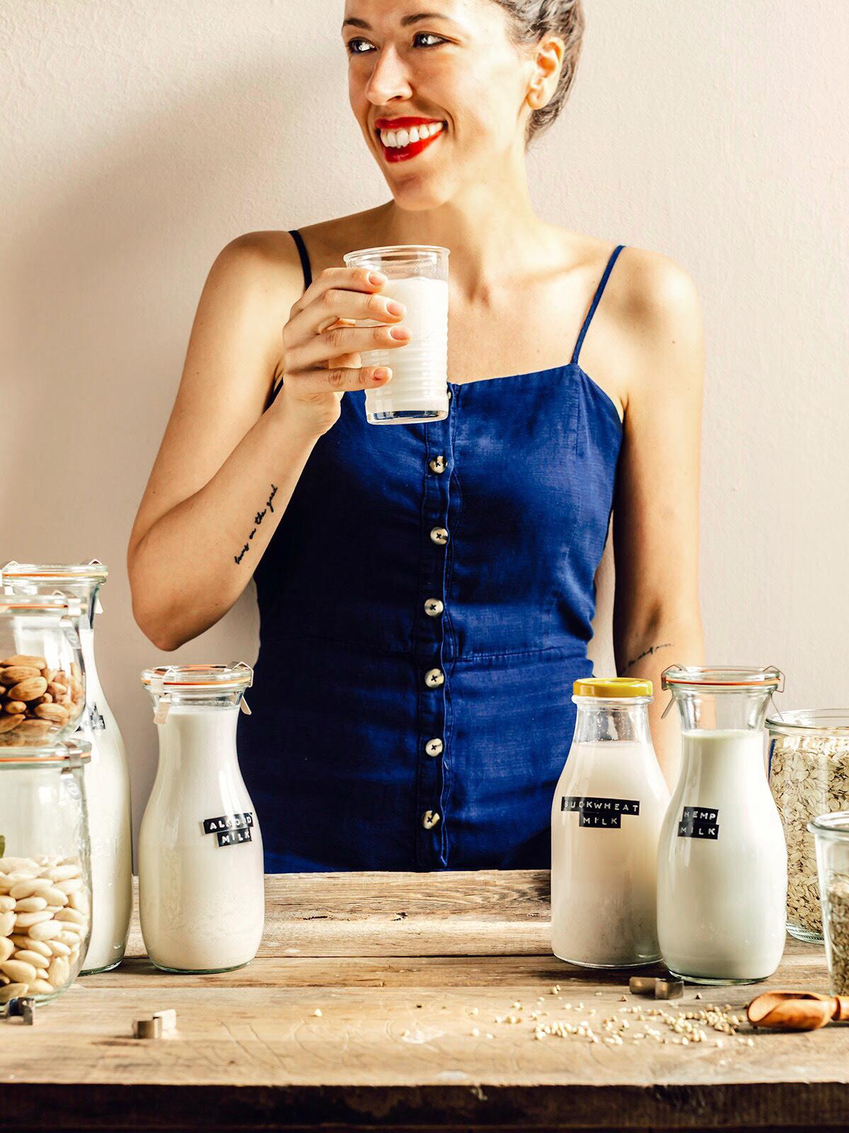 come preparare il LATTE VEGETALE FATTO IN CASA con estrattore o frullatore Mini guida vegan senza lattosio How to make dairy free milk guide vegan glutenfree nutfree